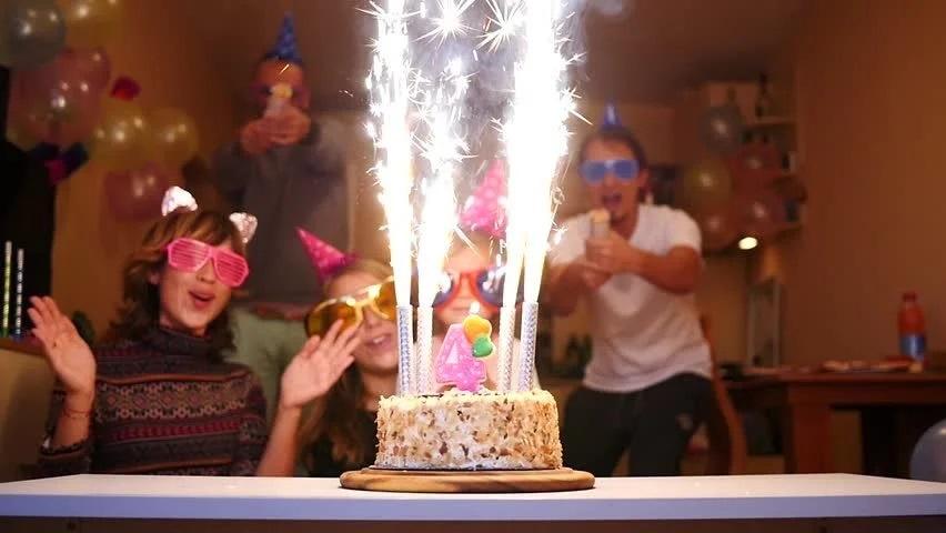 petrecere-artificii-tort